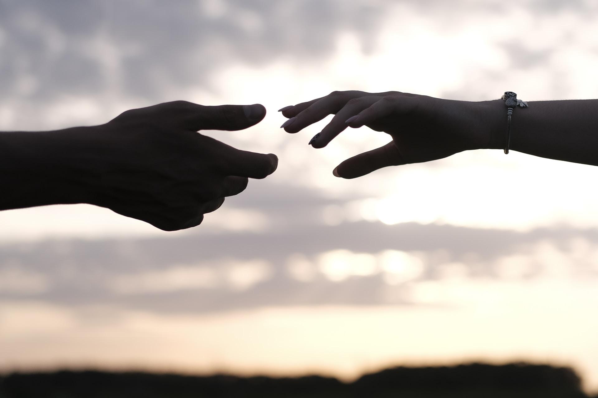 birbirine uzanan eller bublogta
